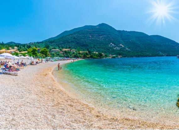 Mergulhe nas águas cristalinas das magnificas ilhas gregas