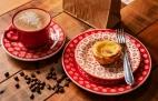 Pastel de Belém com café